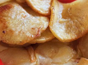 Patatas a lo pobre, receta tradicional perfecta como guarnición