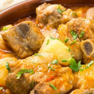 Patatas con costillas, un plato que le da sentido a la vida