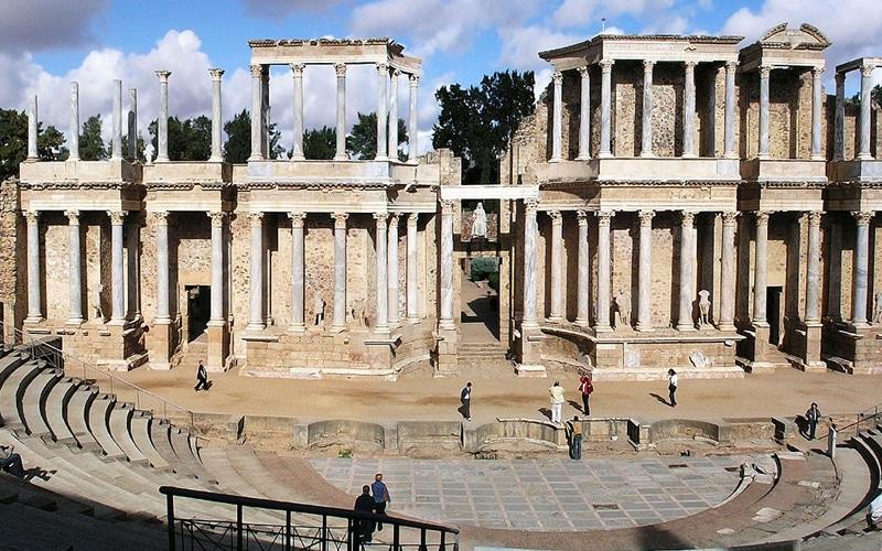 Teatro romano de Mérida, uno de los Monumentos romanos en España