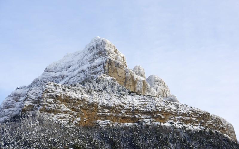 Peña Oroel cubierta de nieve