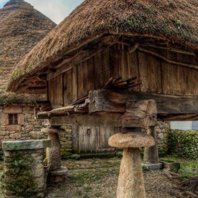 Piornedo y sus pallozas, la aldea gallega donde sigue habiendo viviendas de origen prerromano
