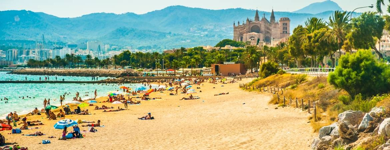 Playa de Mallorca con la catedral de fondo