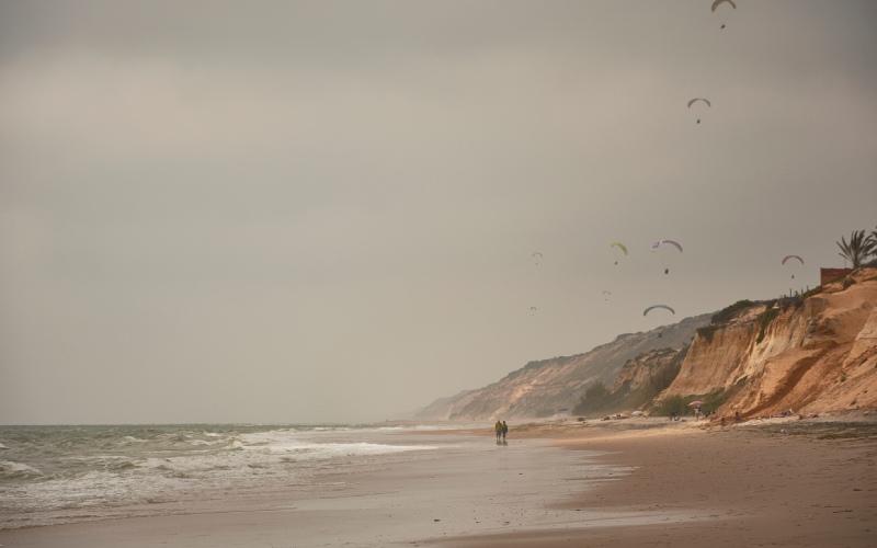 Parapentes en playa Castilla