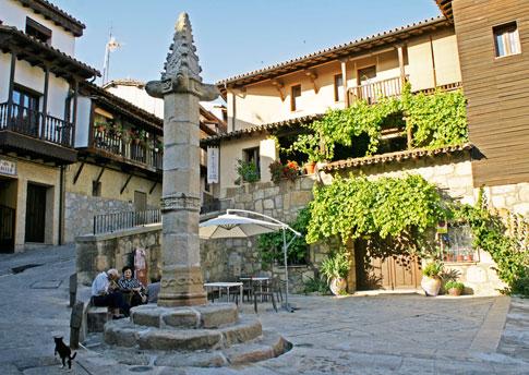 La plaza del Rollo-Picota de Valverde de la Vera