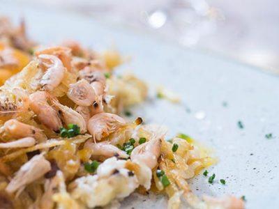 Receta de huevos rotos con camarones
