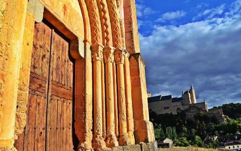 Detalle de la portada principal de la Iglesia de la Vera Cruz