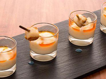 Receta de zamburiñas con base de crema de patata y salsa ajada