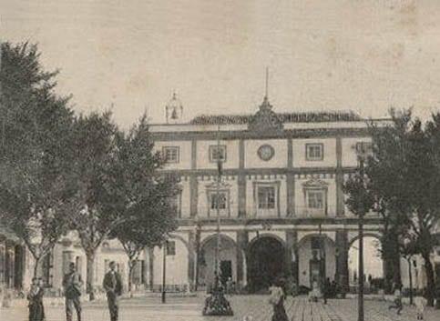 postal antigua La Plaza de España y el Ayuntamiento de Medina Sidonia
