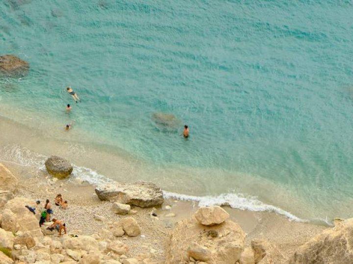 La Cala de San Pedro, uno de los últimos asentamientos hippies de España en un enclave paradisiaco