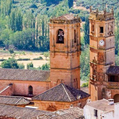 Qué ver en Alcaraz, donde se enfrentan dos torres
