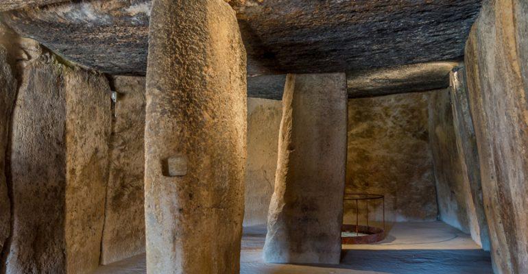 Descubren un dolmen con restos humanos del megalítico en Antequera