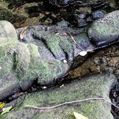 Aparece una virgen gótica en un río de Santiago de Compostela