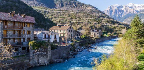 Qué ver en Broto, piedra y agua al pie de los Pirineos