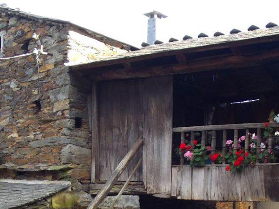 Argul, el pueblo asturiano de los pasadizos aéreos
