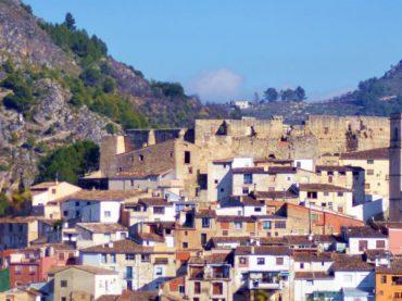 Una moneda del siglo XVI revuelve la historia del castillo almohade de Planes