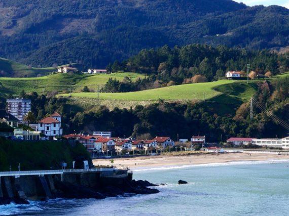 Pueblos de España con mar y montaña, perfectos para el verano