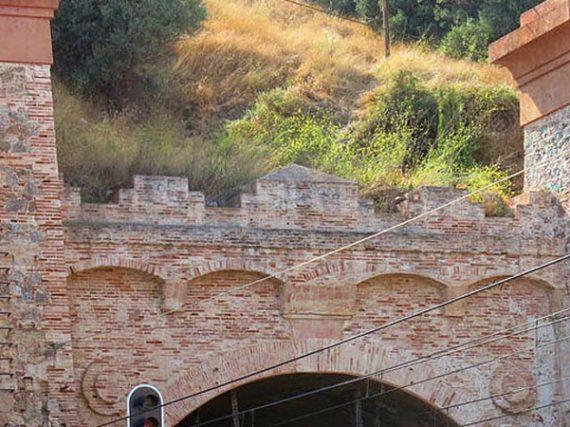 El túnel de Montgat, el primer túnel ferroviario de España (y que aún se utiliza)