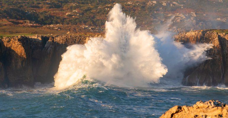 Bufones de Pría, Arenillas y Santiuste, los espectaculares 'géiseres' marinos de Asturias