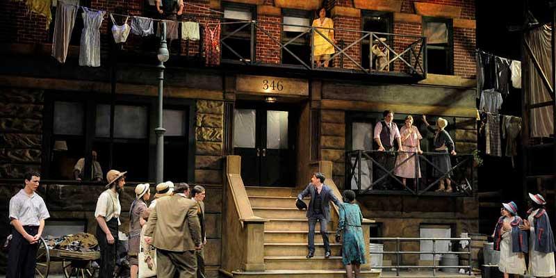 inclasificable opera street scene teatro real