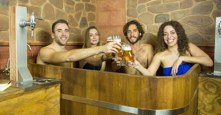 Granada inaugura el primer spa de cerveza de España