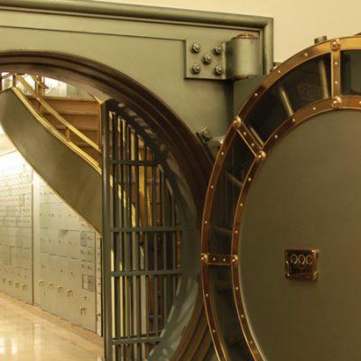 La Caja de las Letras del Instituto Cervantes, una cápsula del tiempo con pertenencias de los autores más célebres
