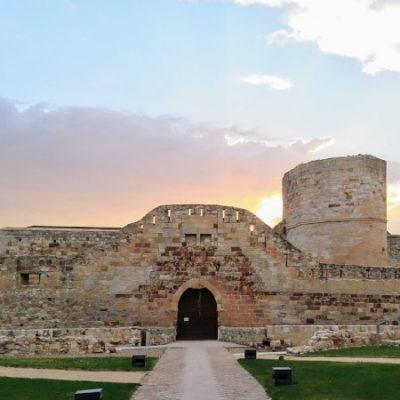 La Señora de Zamora y el cerco a su castillo   A la sombra de un castillo 4