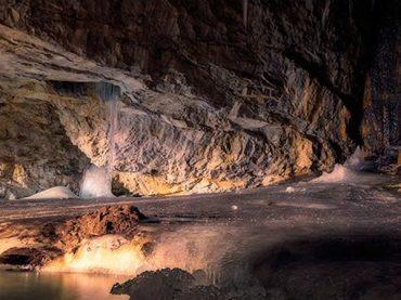 Cueva helada de Casteret, un lago subterráneo congelado hace miles de años