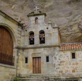 9 impresionantes templos que se esconden en una cueva
