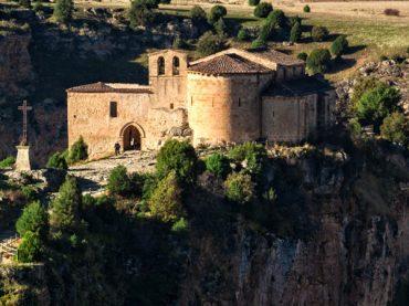 Ermita de San Frutos en Segovia, románico al pie del acantilado