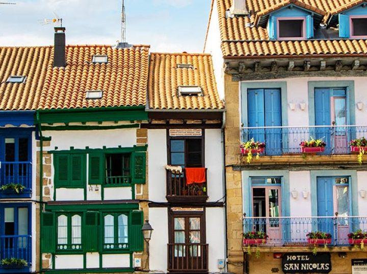 Las plazas más coloridas de España