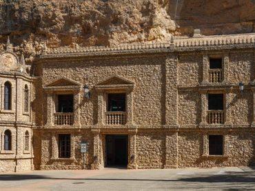 El Santuario de la Virgen de la Esperanza, excavado en la misma montaña