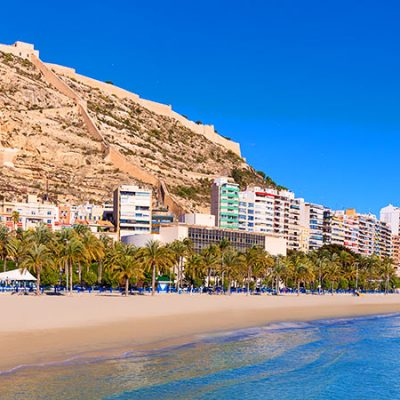 El Gobierno prepara un plan para salvar las vacaciones de verano en España