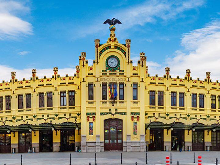 Descubre las estaciones de tren más bonitas de España