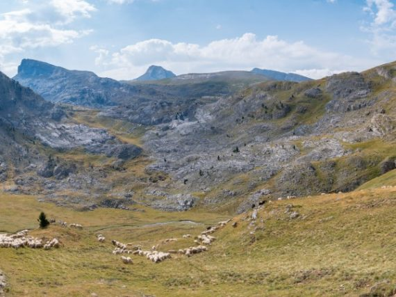 Encuentro con la Mesa de los Tres Reyes, pico más alto de Navarra y punto de unión de monarcas