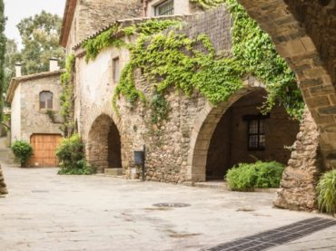 Monells, un viaje al siglo X en el corazón de Girona