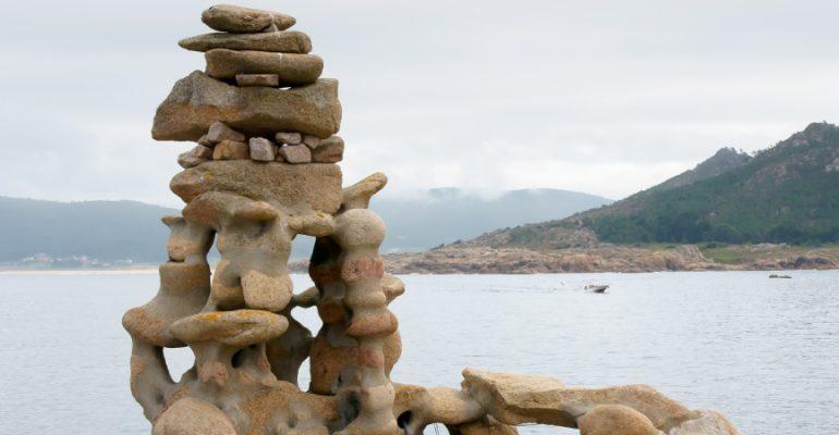 La historia del alemán que esculpió las formas del mar en la Costa da Morte