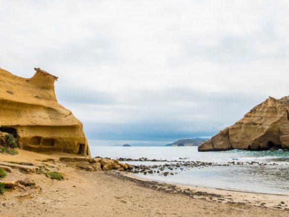 Playa de los Cocedores de Pulpí, un precioso enclave con curiosas cavidades