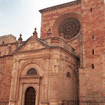 Pueblos que no sabías que tenían una catedral