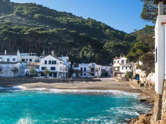 11 Pueblos de costa en España para descubrir este verano