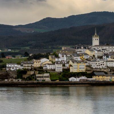 La ría de Ribadeo o Eo, donde Galicia y Asturias son una