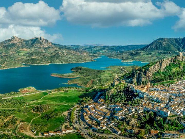 Zahara de la Sierra: un amanecer de historia y naturaleza