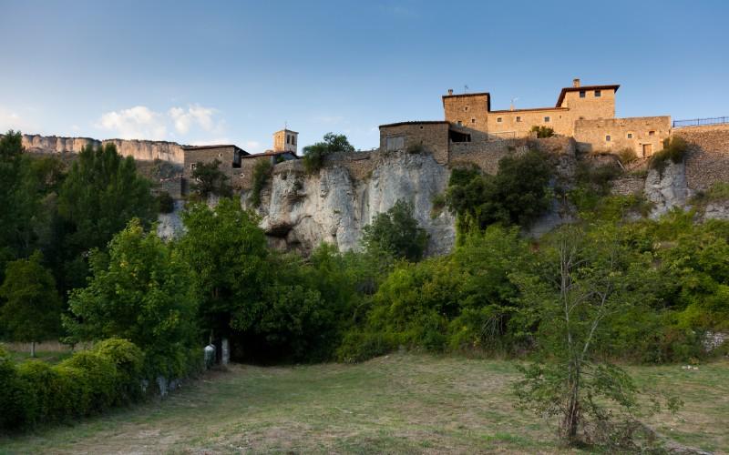 Palacio de los Brizuela y panorámica de Puentedey