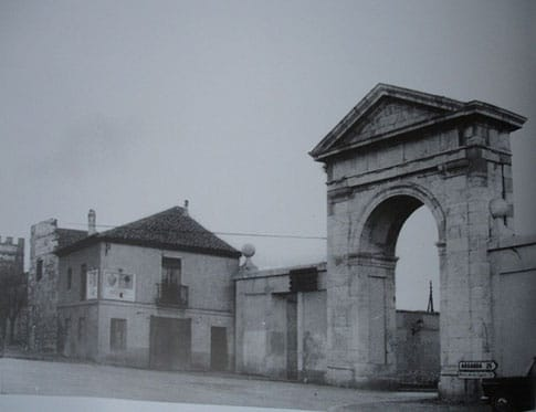 antigua puerta madrid