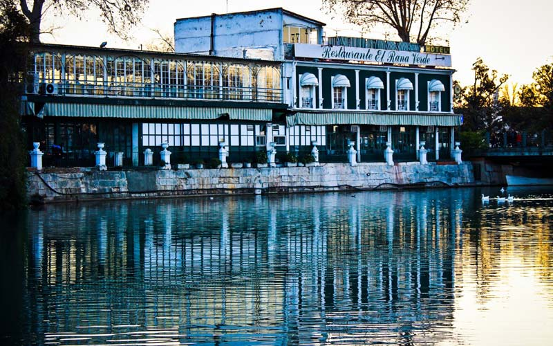 restaurantes cerca de un río