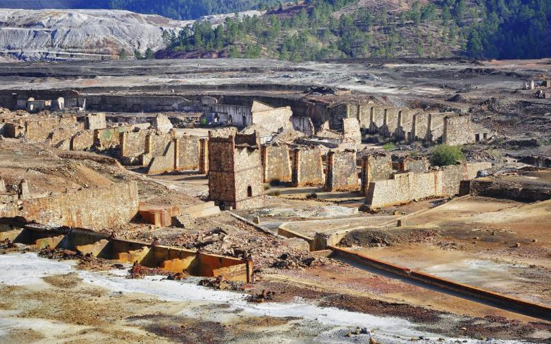 Restos del entramado minero inglés de Riotinto