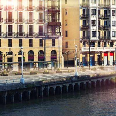 Recorrer en barco Bilbao y su ría