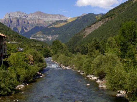 Los pueblos del río Ara, el fluir del Pirineo aragonés