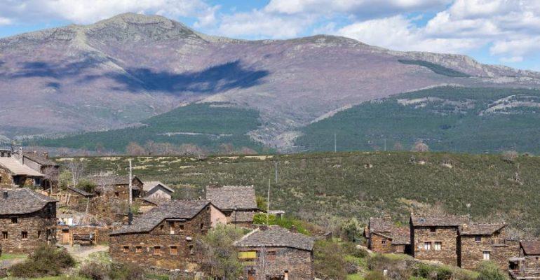 Las grandes montañas de los pueblos negros de Guadalajara