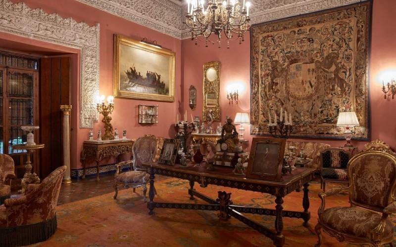 Salón cuadrado del Palacio de Dueñas