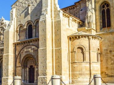La basílica de San Isidoro, una soberbia joya románica en León y tumba de antiguos reyes